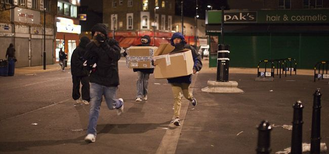 Late night lootersgroup youths run through the streets Dalston  east London  after breaking into the area Kingsland shopping centre